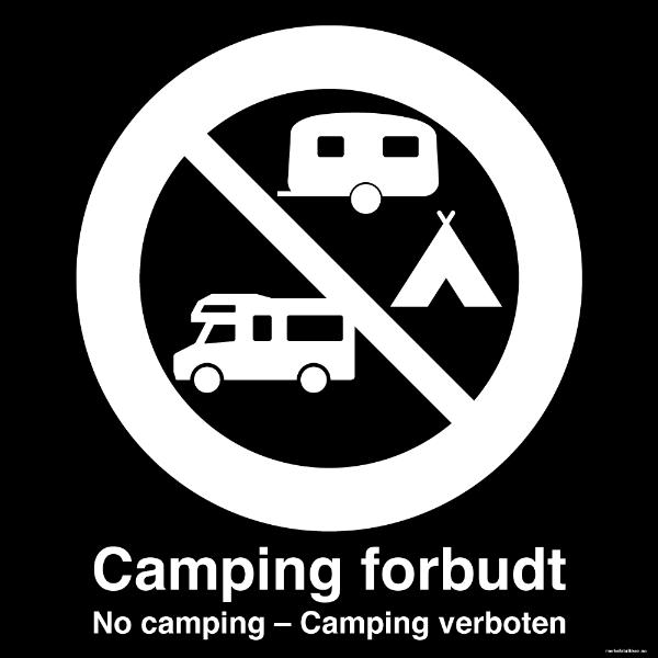 Camping forbudt - privatrettslig skilt med symbol og tekst