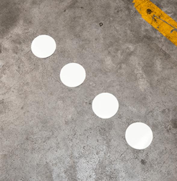 Etterlysende punkter for gulvmerking av ledelinje