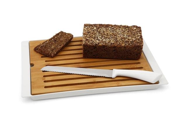 Bilde av DAY Bambus skjærebrett med oppsamler og brødkniv