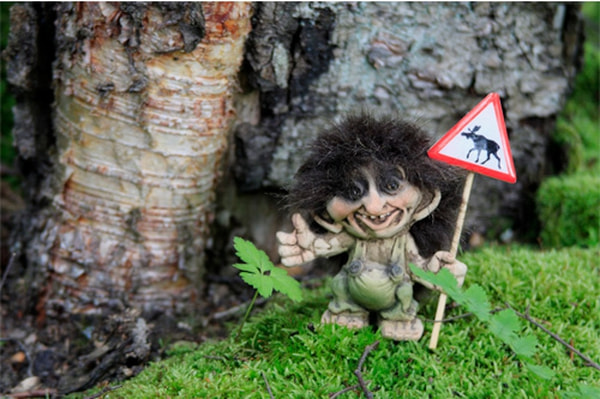 Image of Troll with moose sign (Troll # 057)