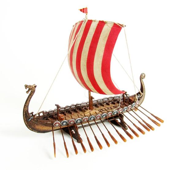 Image of Viking ship with dragon head, big