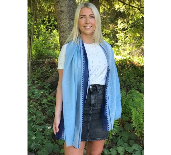 Image of Wool scarf Marius® pattern© light blue/white/blue