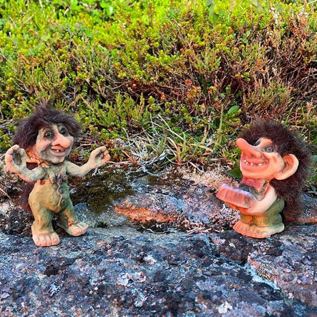 Troll with cake (Troll # 224)