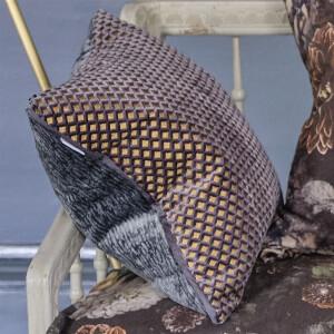 Bilde av Designers guild - Portland  Graphite Cushion 43 x