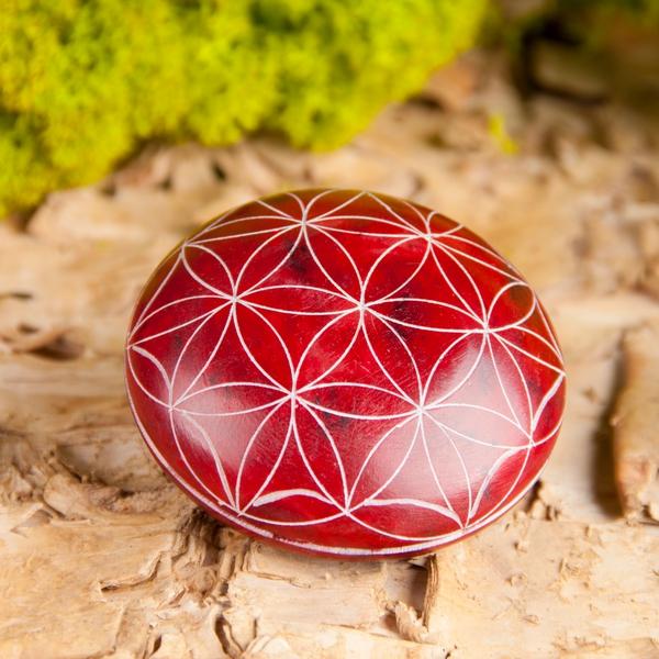 Bilde av Håndstein Flower of Life Rød
