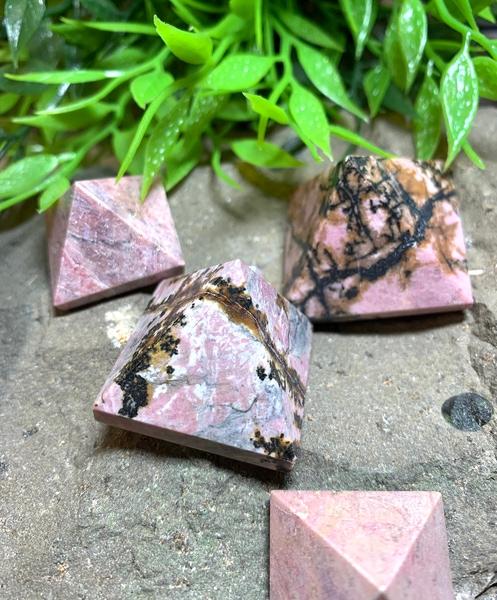 Bilde av Rhodonitt Pyramide