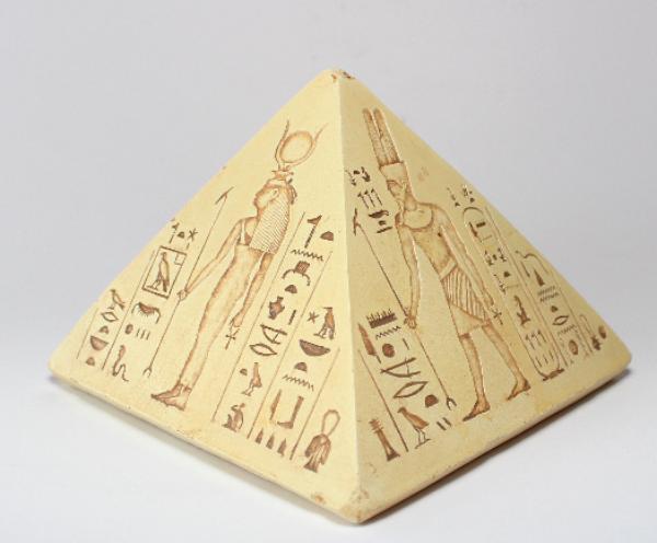 Bilde av Pyramide med egyptiske guder