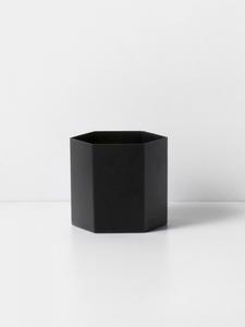 Bilde av Hexagon Pot Large Black, Ferm