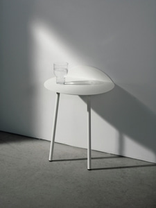 Bilde av Menu Yeh Wall Table, Low