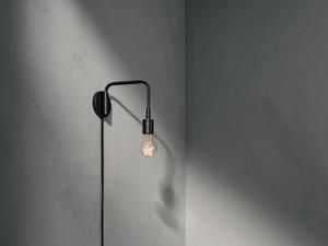Bilde av Menu Staple Wall Lamp Black