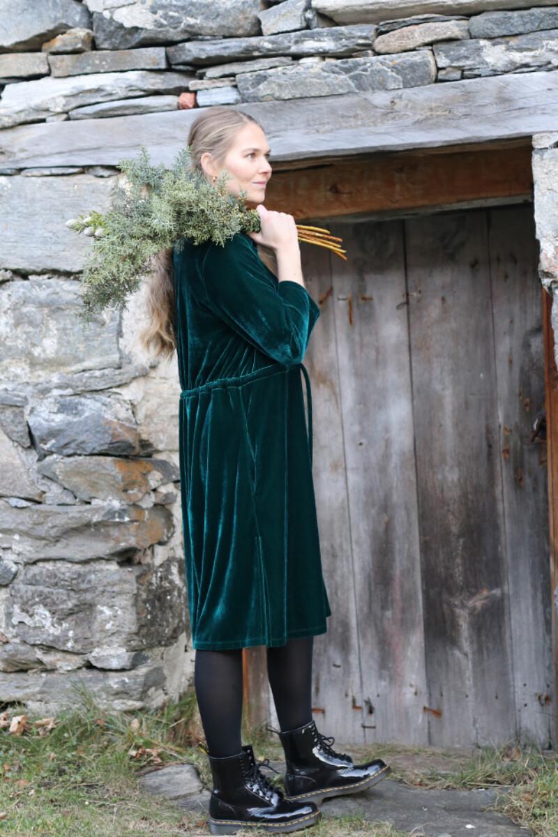 Beth grøn velurkjole / jakke