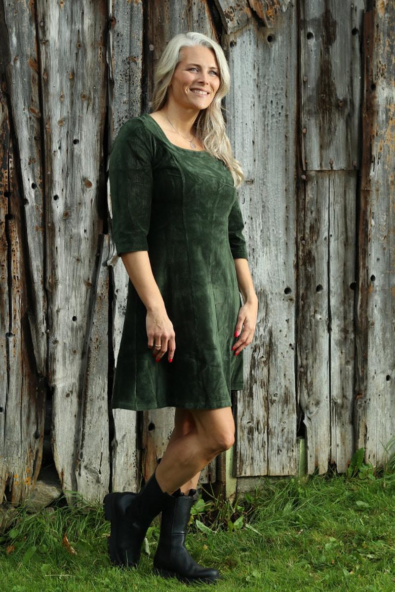 Milla kjole babycord kombogrønn