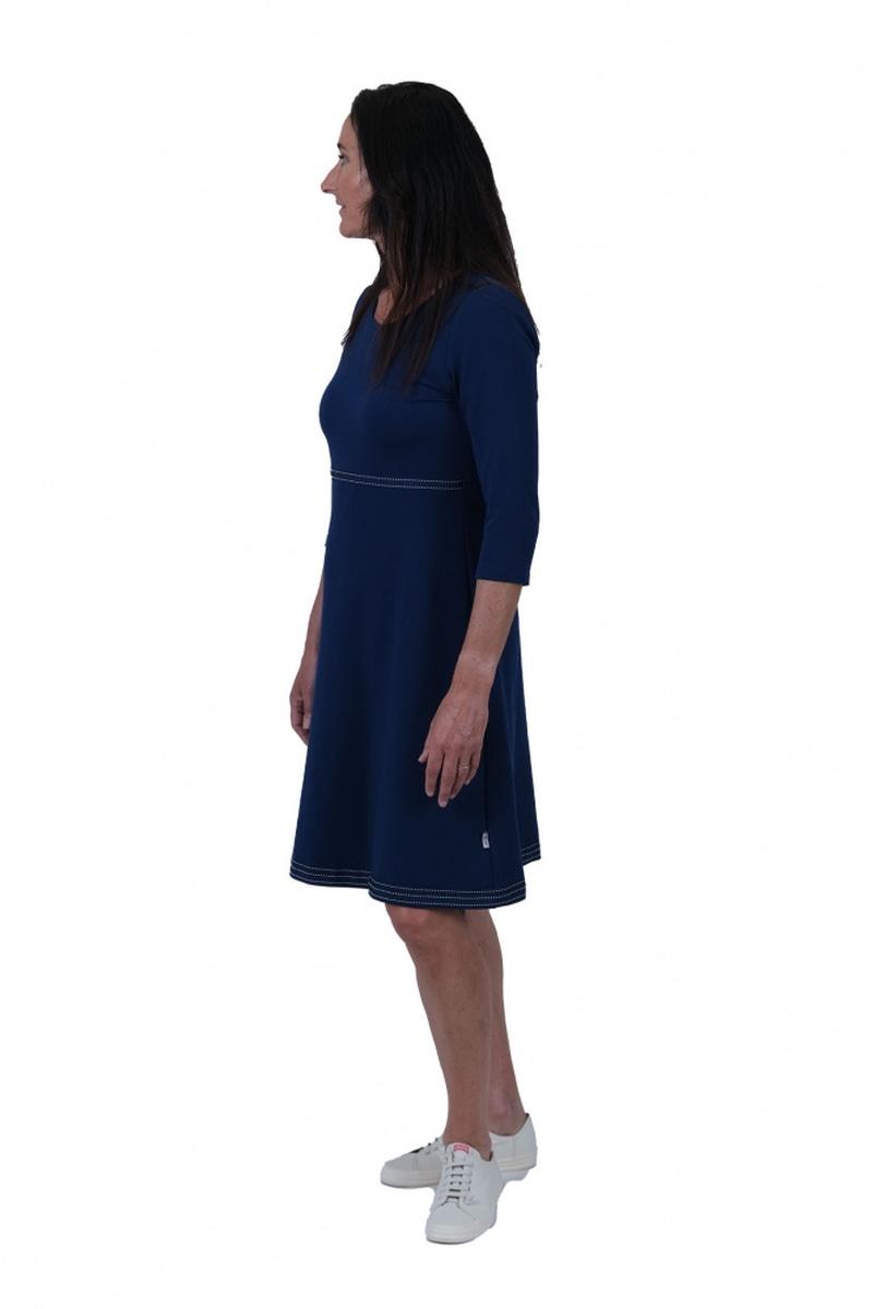 Magda blå og hvit kjole