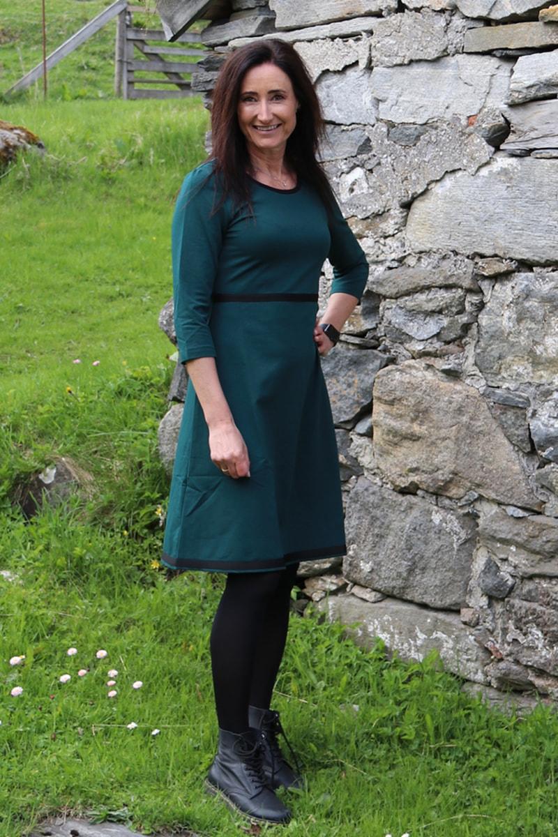 Magda flaskegrønn kjole
