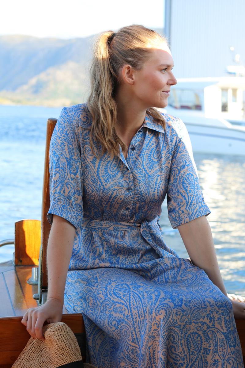 Angelina blå og peach kjole