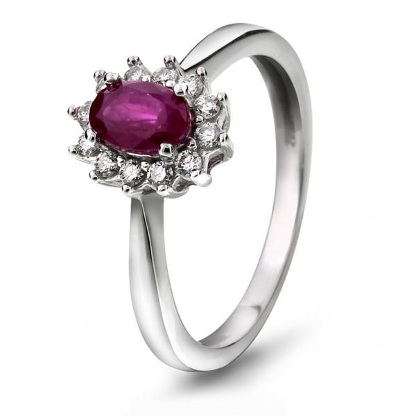 Bilde av Ring i gull med diamant 0,18