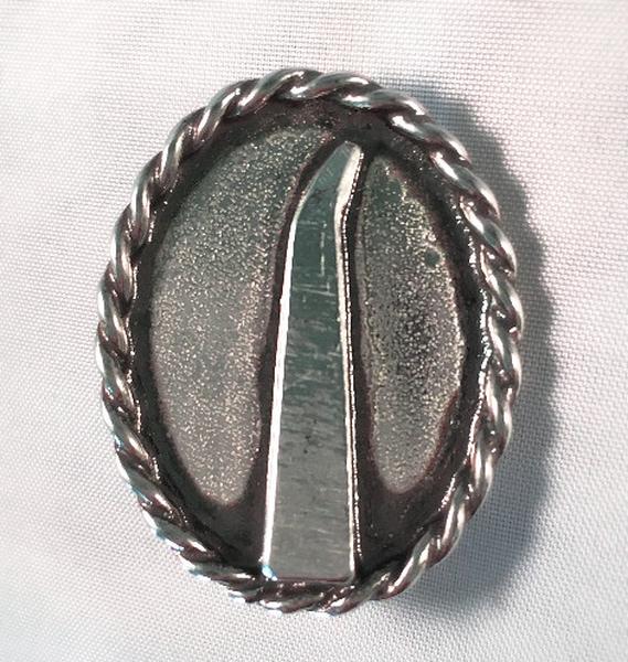 Bilde av Nål med Dynnastein motiv.