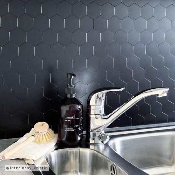 Bilde av Hexagon sort matt selvklebende veggfliser