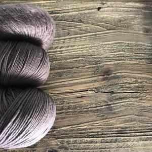 Bilde av Blomme - Ler - Knitting for