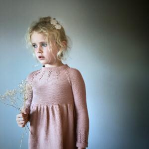 Bilde av Lovise kjolen av Hoppestrikk