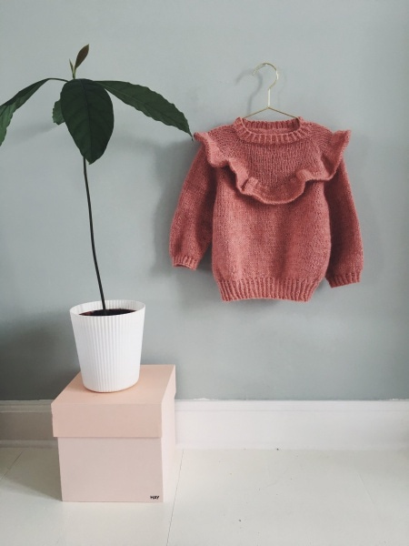 Min datters volangbluse av a nordic knitting tale