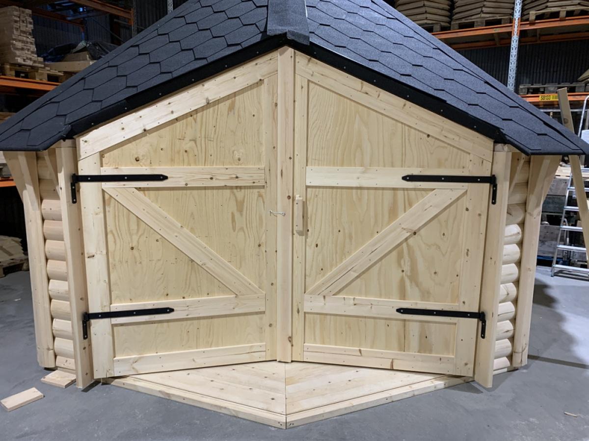Dörr till vindskydd 10 / 15 m2