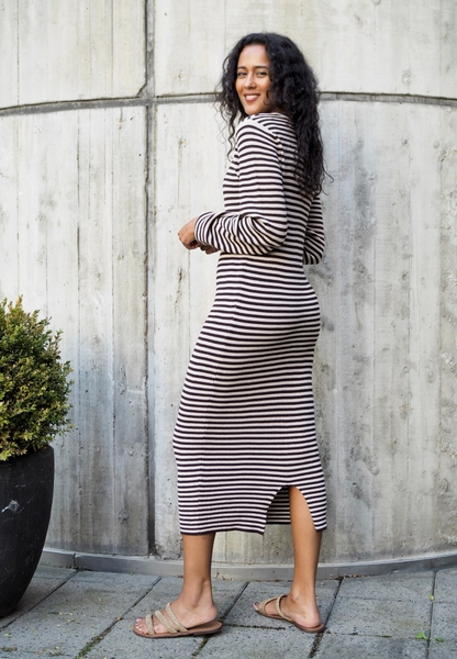 Bilde av A View - Violet Knit Dress - Brown/Sand
