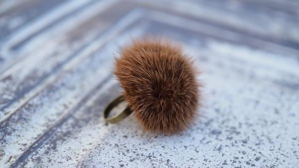 Bilde av Nectar - Fury Pompom Ring - Cognac