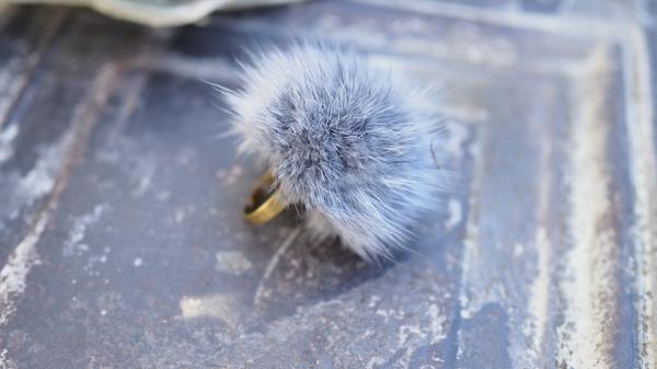 Bilde av Nectar - Fury Pompom Ring - Dusty blue