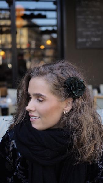 Bilde av Nectar - Silky Flower Hair/Broch - Moss Green