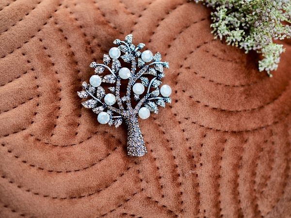 Bilde av Nectar - Sparkling Tree Brooch Small