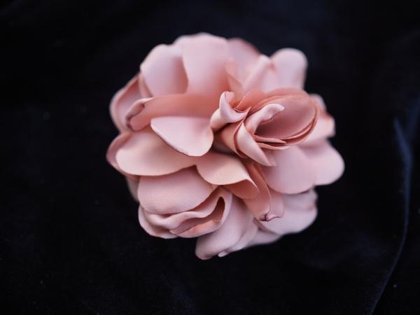 Bilde av Nectar - Silky Flower Hair/Broch - Dusty Peach