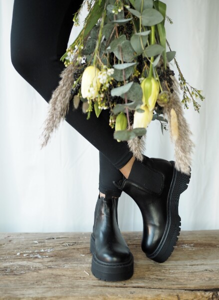 Bilde av Shoe Biz - Neyo Boots - Black