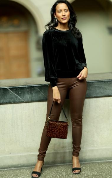 Bilde av Part Two - Gisas Black Outfit
