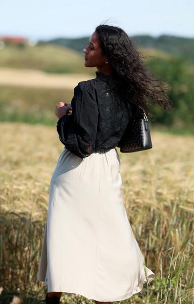 Bilde av Coster - Skirt in Satin Stretch - Vanilla