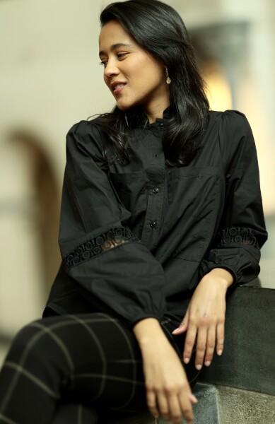 Bilde av A View - Tiffany Shirt - Black