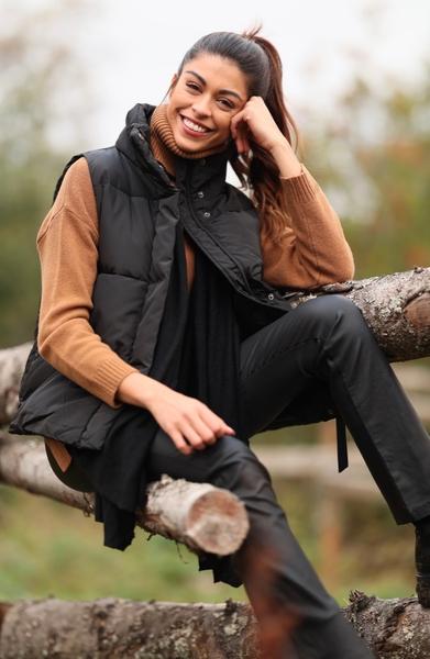 Bilde av Basic Apparel - Dagmar Vest - Black