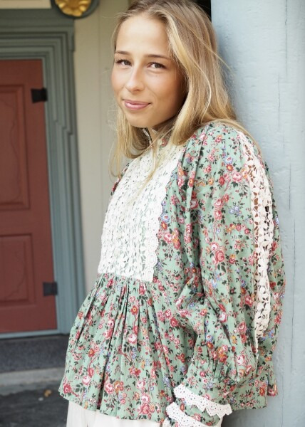 Bilde av By TiMo - Cotton Slub Lace Blouse - Wildflowers