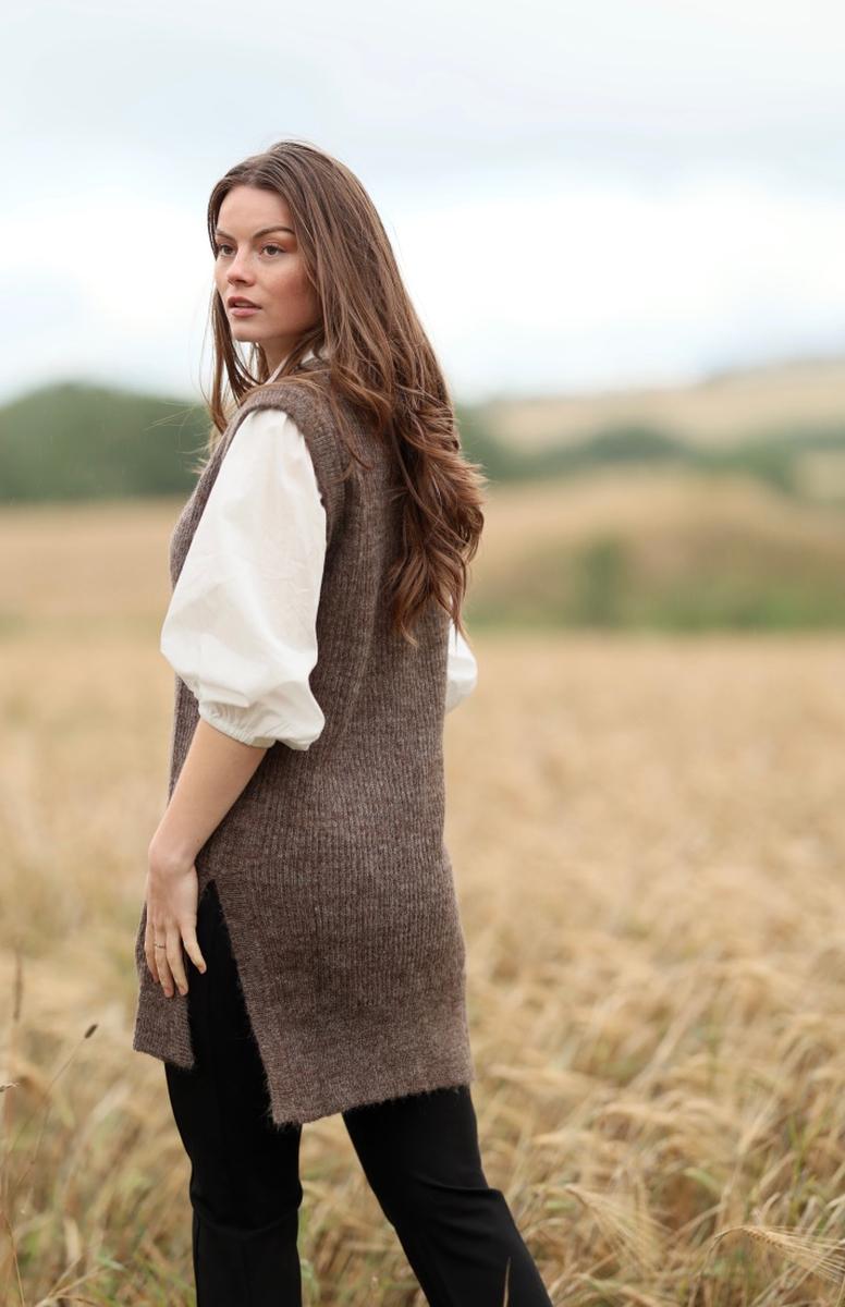 Anna Kamola - Lilly V-neck Vest - Coffee