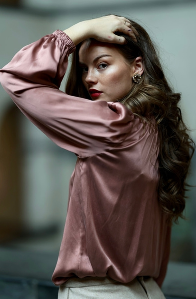 Bilde av Katrin Uri - Dinah Satin Blouse - Winter Rose