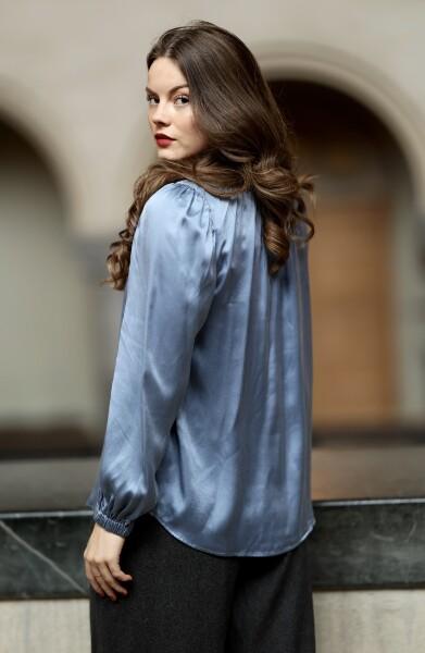 Bilde av Katrin Uri - Dinah Satin Blouse - Light Blue