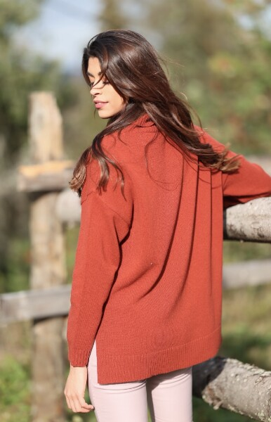Bilde av Basic Apparel - Line Sweater - Redwood Burl