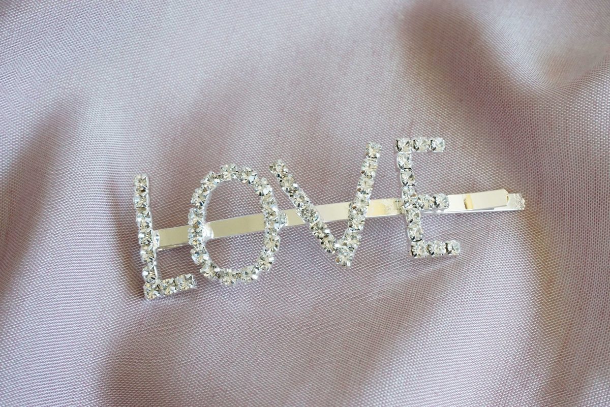 Hårspenne LOVE