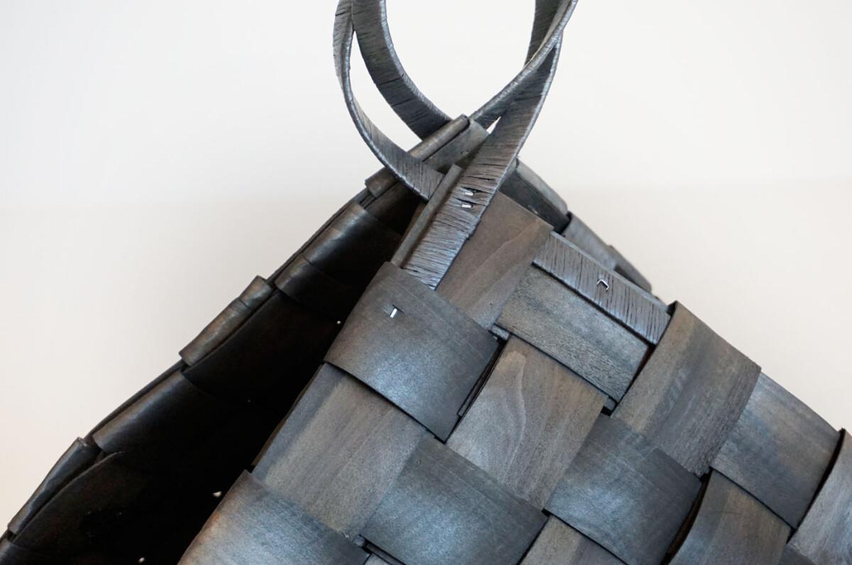 Flettet kurv med håndtak, sort, medium